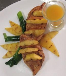 Грудка куриная жареная с манго