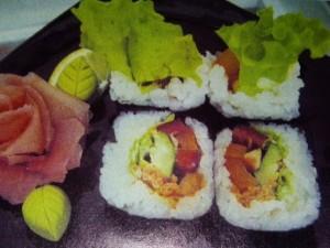 Ролл с авокадо и перцем